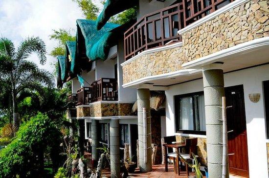 Crystal Blue Resort: All rooms overlook the ocean