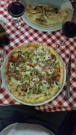 BellaLisa Valmor: Pizza Gustaso et Calzone