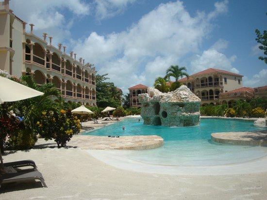 Coco Beach Resort: Inside resort pool and rooms