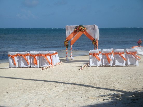 Coco Beach Resort: Our daughter's wedding location right out from our front door.