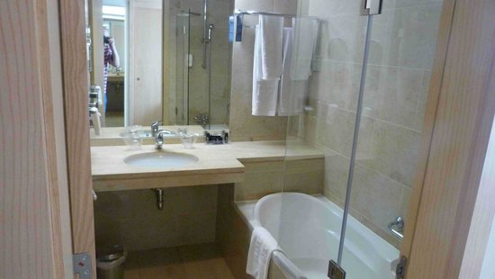 HF Ipanema Porto: bathroom