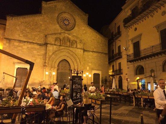 Antica Focacceria San Francesco: Piazzetta