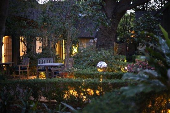 Simpson House Inn: Grounds
