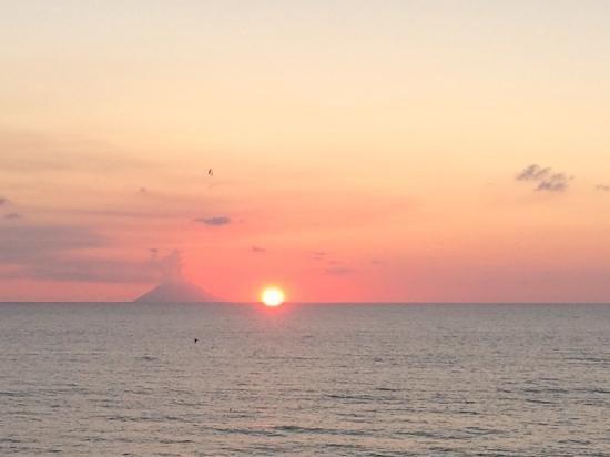 Tirrenian Diving Center: stromboli che erutta al tramonto