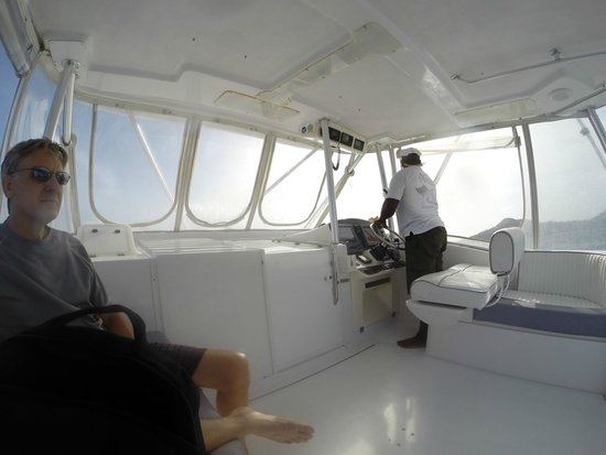 Exodus Boat Charters : view inside the boat