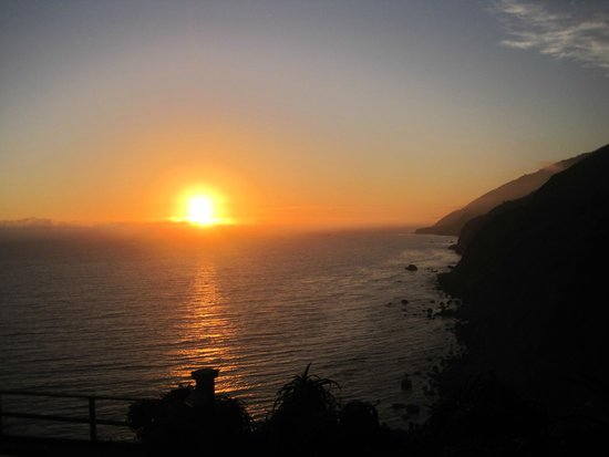 Ragged Point Inn and Resort: Sunset from walking trail
