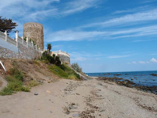 The Doña Lola Club: beach walk