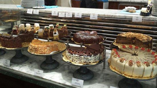 Gerstner K&K Hofzuckerbäckerei: A wide choice of cakes.