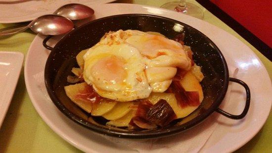La Cava Baja de la Bahía de San António: Huevos rotos con jamón