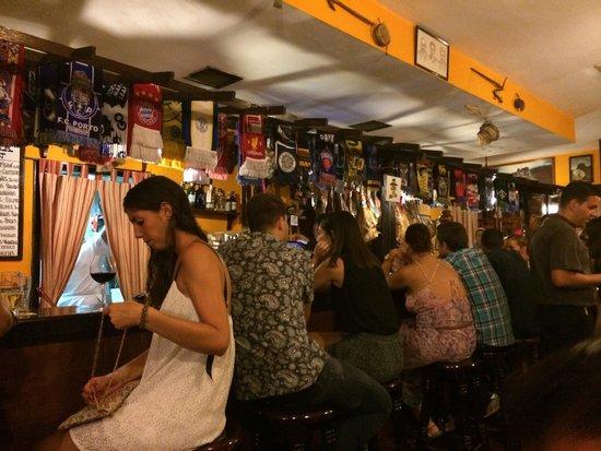 Taberna Ramon: Fantastico el ambiente en la taberna!!!