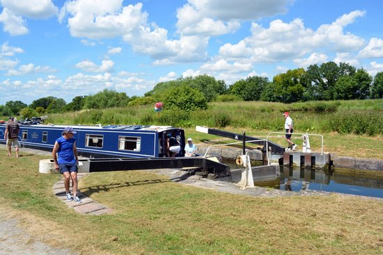 Caen Hill Locks: Waiting for equalisation of water pressure before moving on