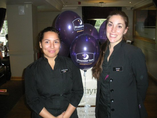 Premier Inn London County Hall Hotel: Catherine and Irene in the restaurant