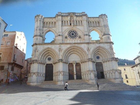Fachada externa da Catedral de Cuenca