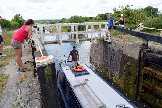 Caen Hill Locks: Lock gates open......about halfway up!