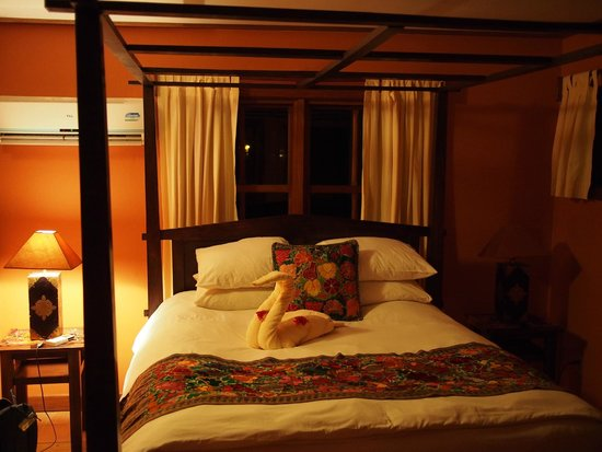 The Lodge at Chaa Creek: Spa Villa 1 of 3 rooms (note a/c on the wall)