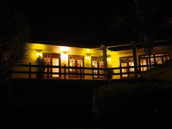 The Lodge at Chaa Creek: Spa Villa at night