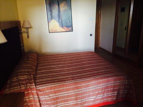Aquamarina Hotel: Bed... A bit hard..