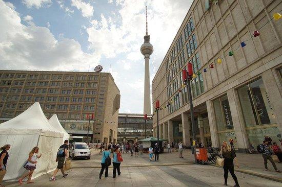 Ackselhaus: Television Town At Alexanderplatz