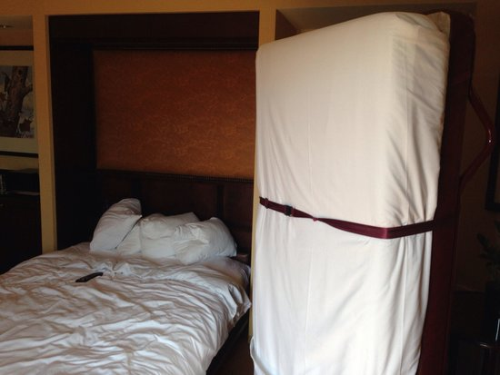 The Worthington Renaissance Fort Worth Hotel: Cramped quarters
