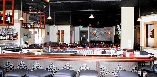 6512 Restaurant and Lounge : 6512' Bar