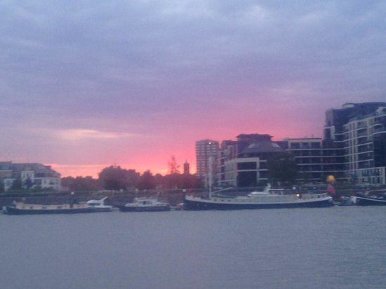Banyan on the Thames: Sunset over the Thames at Banyan.