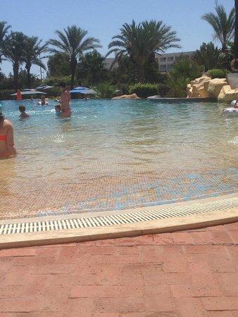 Medina Belisaire & Thalasso : piscine principale