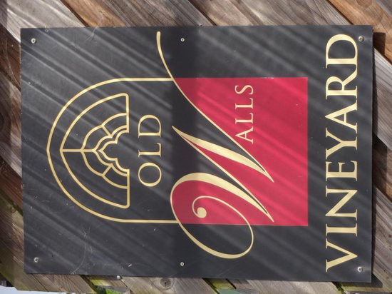 Old Walls Vineyard: Sign