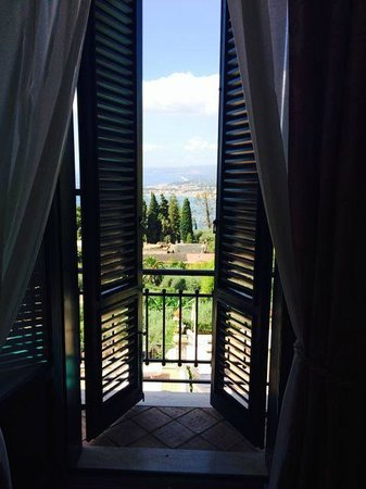 Belmond Grand Hotel Timeo: View from room 228 doors only partially open