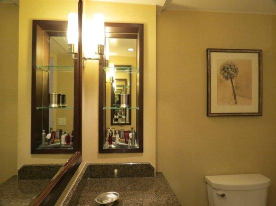 Toronto Marriott Bloor Yorkville Hotel : Bathroom