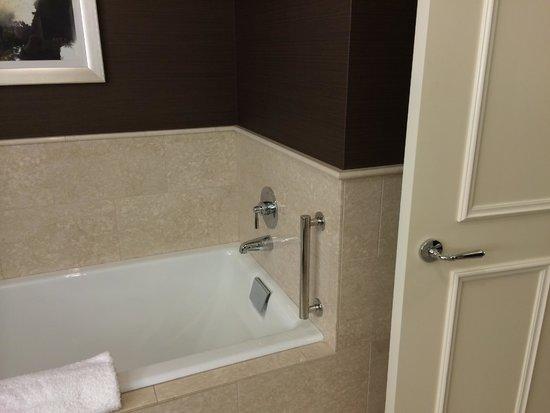 JW Marriott Chicago: Soaking tub!!