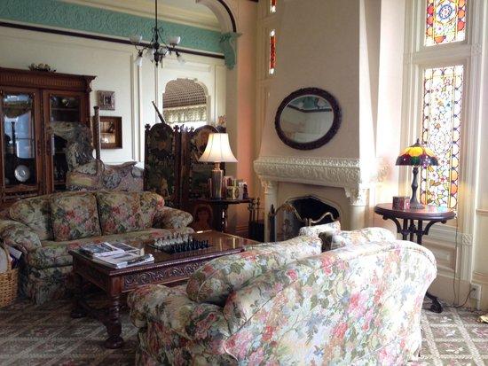 Green Gables Inn, A Four Sisters Inn: Walk inside and this greets you