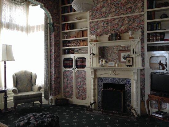 Green Gables Inn, A Four Sisters Inn: Room 6, located downstairs