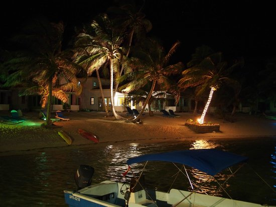 Tranquility Bay Resort: Nice lighting at night, fun to chase crabs with flashlights