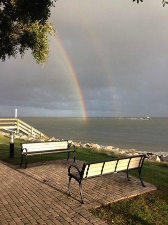 St. Simons Lighthouse Museum: Rainbows near lighthouse