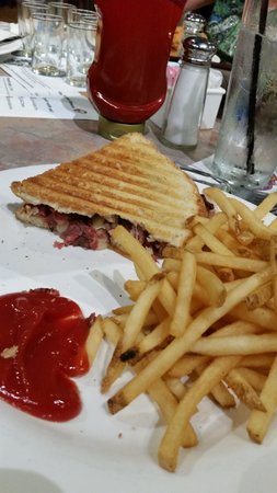 Tavern Take-Out : pastrami panini