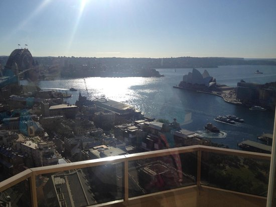 Quay West Suites Sydney: The view from the pool area