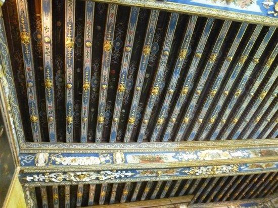 Cormatin, ฝรั่งเศส: Magnifiques plafonds dorés à l'or dans la chambre de MMe