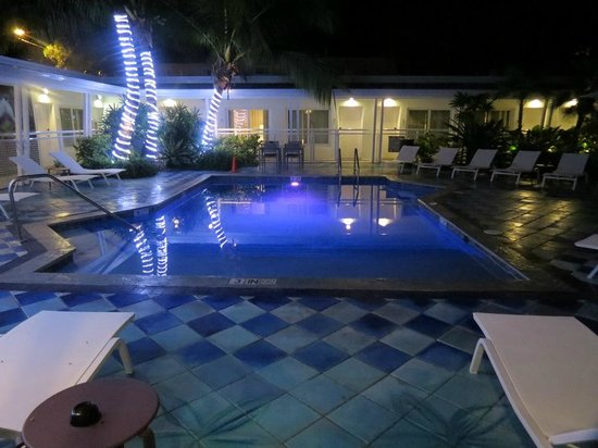 Orchid Key Inn: Pool at Night
