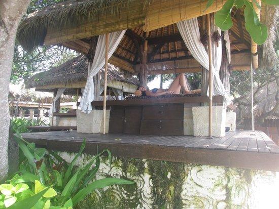 Novotel Bali Benoa : area de massagem na frente praia