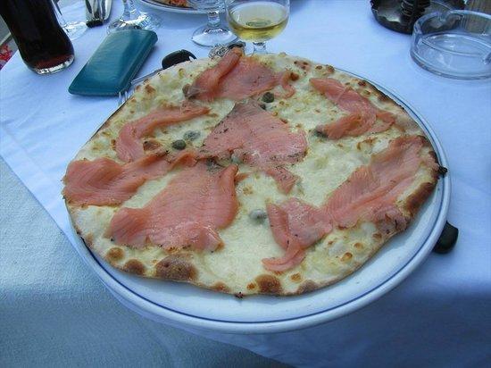Ristorante Della Posta: Pizza al salmone: davvero buona, e con tanto salmone marinato