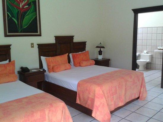 Arenal Manoa Hotel : Cómodas camas