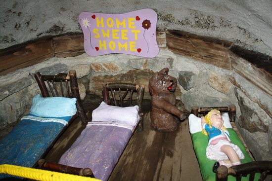 "The Enchanted Forest: Inside ""the 3 bears"" house"
