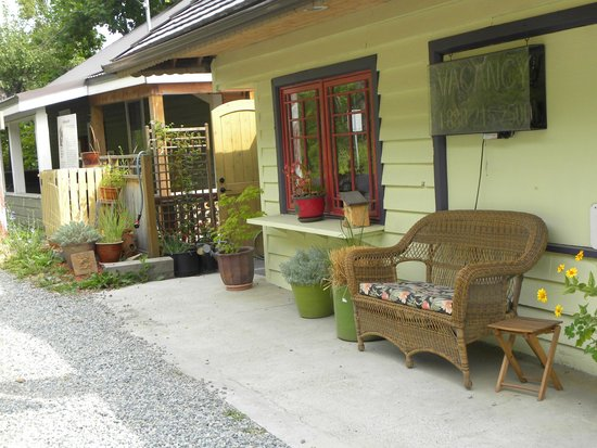 Ainsworth Hot Springs Guest House : Outside