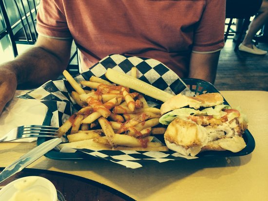 Maroon's: Fish sandwich