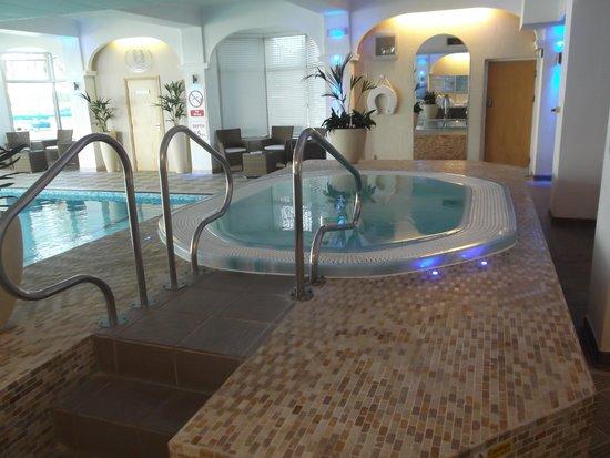 The Carlyon Bay : Jacuzzi Spa Pool