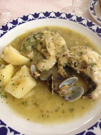 Restaurante O Castelo: Merluza con almejas en salsa verde