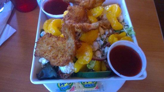 The Lost Parrot : Coconut shrimp on salad... Excellent!