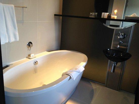 Colosseum Luxury Hotel : Soaker Bathtub
