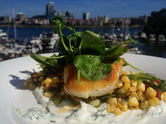 Blue Crab Seafood House: Halibut lunch feature