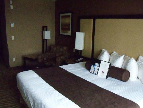 Best Western Premier Freeport Inn & Suites : Room